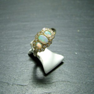 18ct Yellow Gold Opal Dress Ring