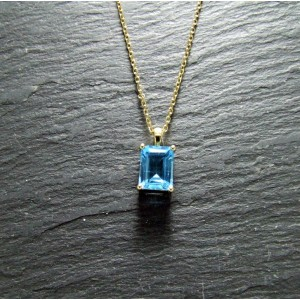9ct Yellow Gold Blue Topaz Pendant