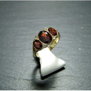 18ct Yellow Gold Garnet and Diamond Dress ring