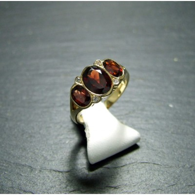 18ct Yellow Gold Garnet and Diamond Dress ring