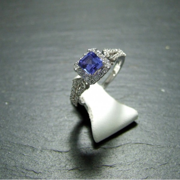 18ct  White Gold Tanzanite and Diamond Dress Ring